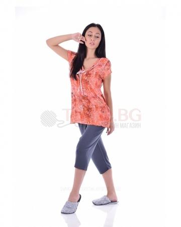 Комфортна дамска пижама къс ръкав в красиво съчетание с ярък принт